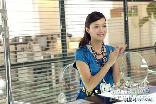 徐静蕾担任导演的电影《杜拉拉升职记》在全国正式上映,影片的制作
