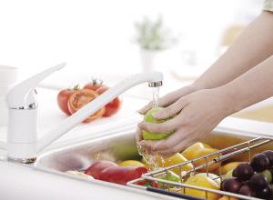 [中性洗涤剂有哪些]洗涤剂未必好 水果怎样洗最干净