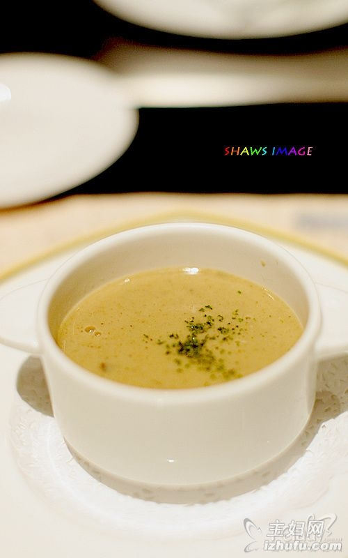 名贵竹荪煲鸡汤 营养又防癌