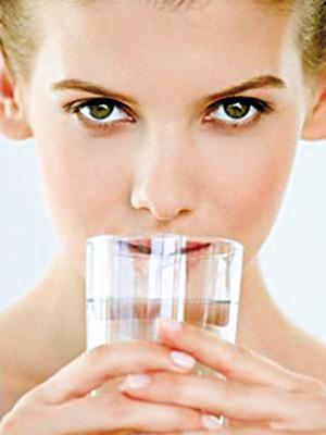 晨起先刷牙还是先喝水 温开水6大功效