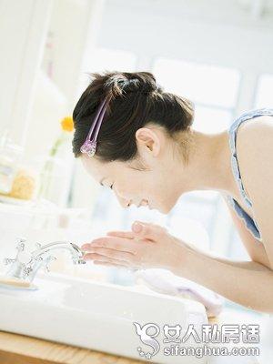 【护肤小常识的误区】护肤4误区 让你肌肤提前衰老