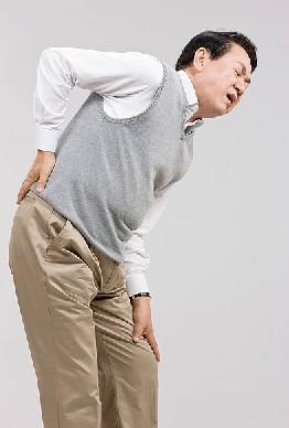 闪腰了有什么方法快速缓解_闪腰后用电吹风吹 快速缓解疼痛