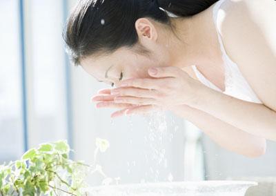 牙膏可以洗脸吗 女性洗脸中的