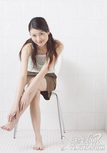 久坐的危害 久坐是女人百病之源,捶大腿可预防