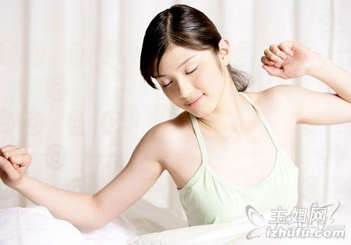 睡前脸部保养步骤_睡前5招保养 让你越睡越美丽