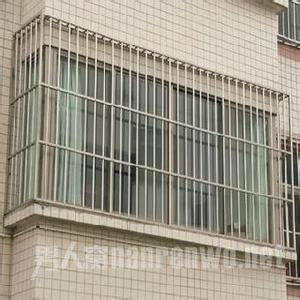 安装防护栏
