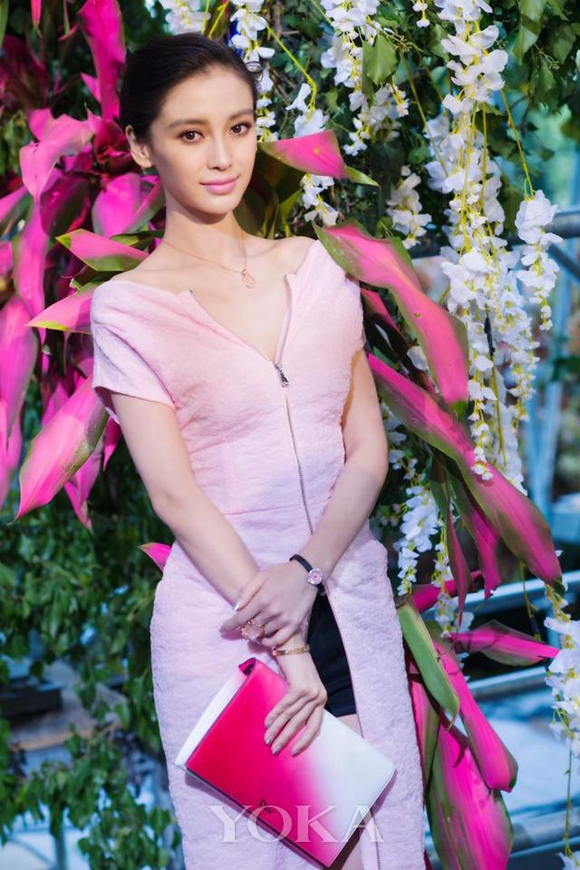 Angelababy佩戴迪奥La Mini D de Dior系列高级腕表,图片来源品牌