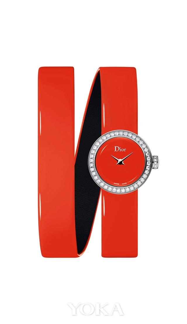 La Mini D de Dior Wraparound系列高级腕表 荧光橘色,图片来源于品牌