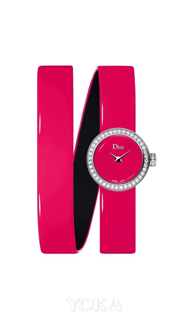 La Mini D de Dior Wraparound系列高级腕表 荧光粉色,图片来源于品牌