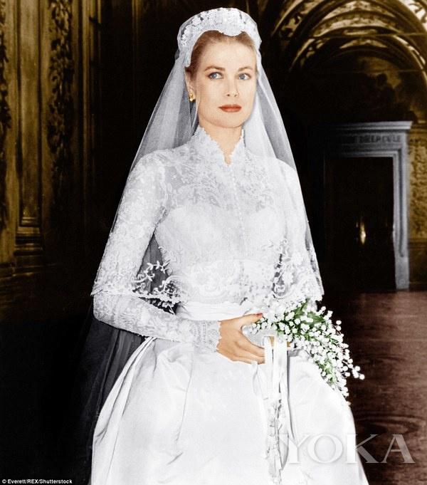 格蕾丝·凯利王妃身穿Helen Rose婚纱
