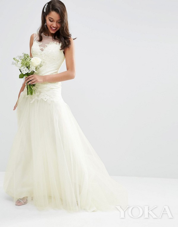 ASOS 蕾丝大裙摆婚纱,£250.00,可购于asos.com,图片来源于官网。