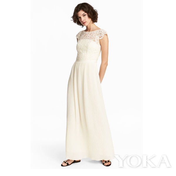 H&M 蕾丝超长连衣裙,¥699.00,可购于品牌官网,图片来源于官网。