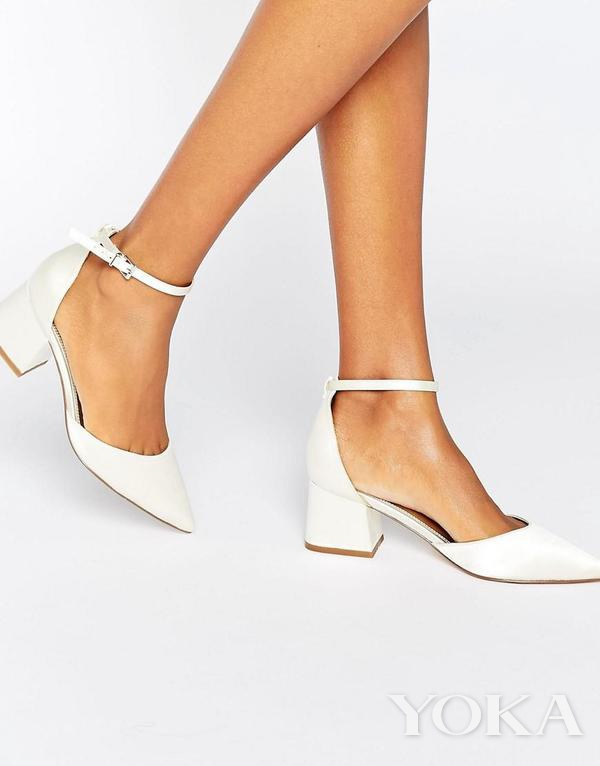 ASOS 白色方跟婚鞋,£35.00,可购于asos.com,图片来源于官网。