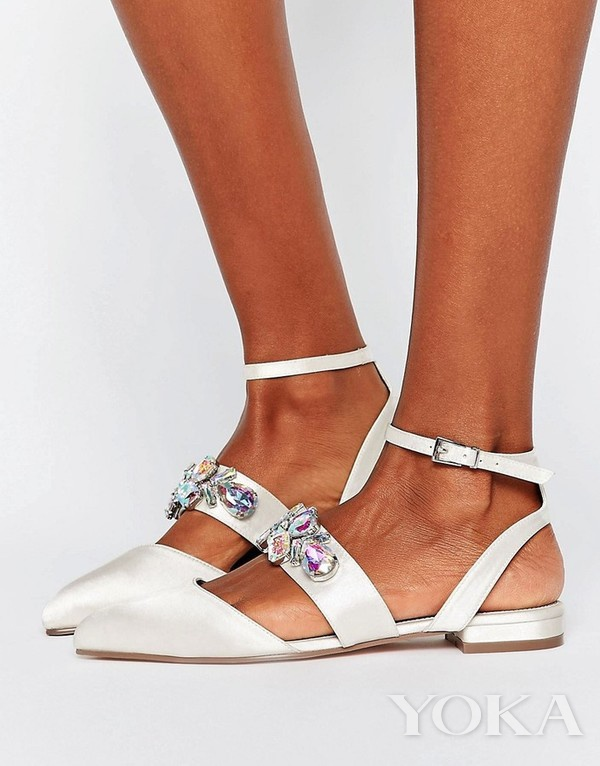 ASOS 白色平底婚鞋,£20.00,可购于asos.com,图片来源于官网。