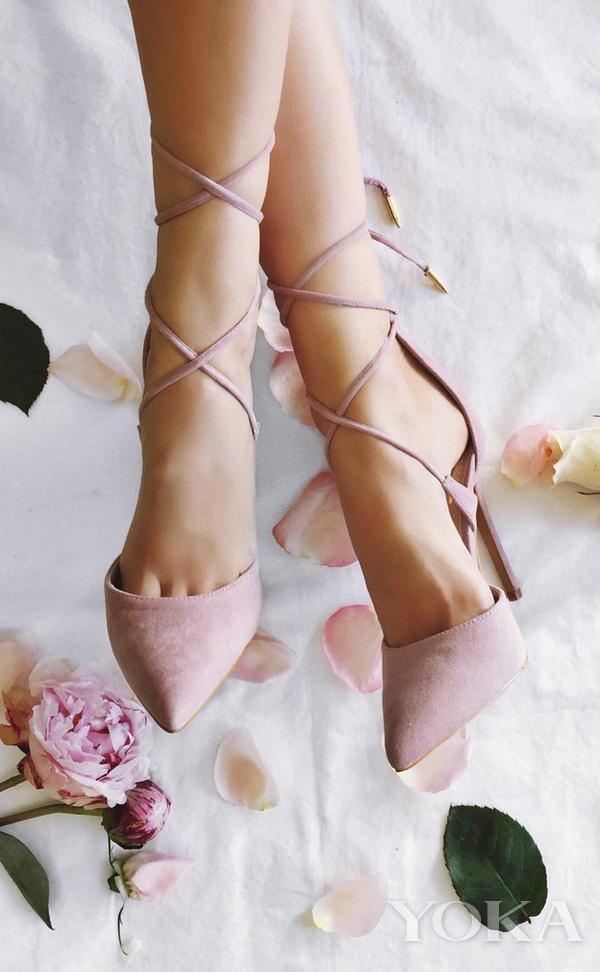 淡粉色高跟鞋也可作为婚鞋,图片来自Pinterest。