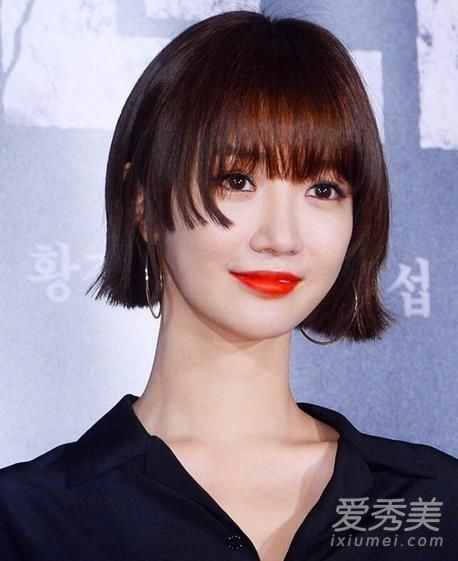 显脸小的短发发型图片