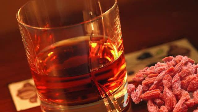 药酒泡多久能喝_药酒不能乱喝 喝下外用药酒陷入昏迷