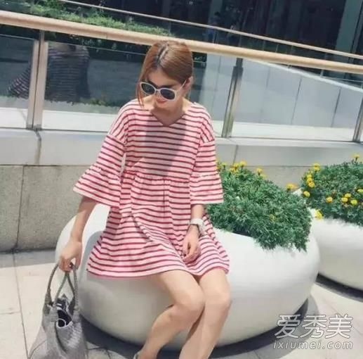红色衣服配什么颜色好看 夏季红色衣服搭配图片