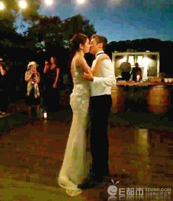 黎明前妻乐基儿再婚现场曝光 牵手圈外富豪当众拥吻 黎敏为何不表态?