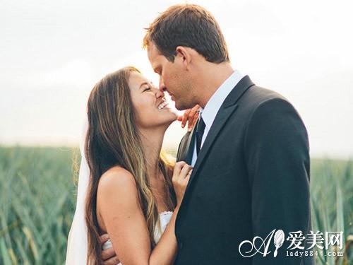 专家来解释 为什么办公室恋情增多