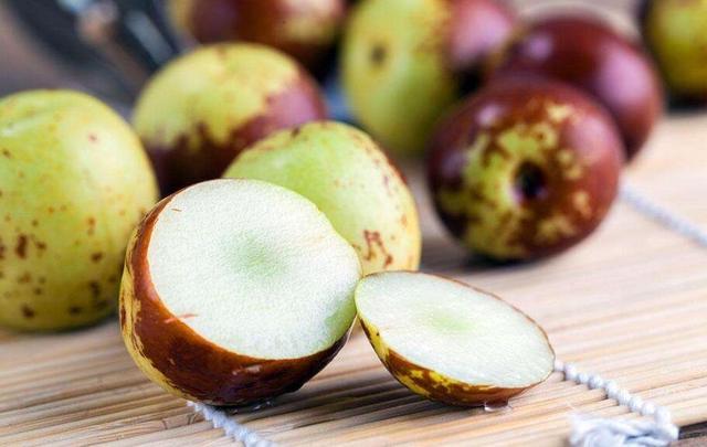 秋天吃枣的好处有哪些_秋天吃枣的好处有哪些 哪些人不适合吃枣