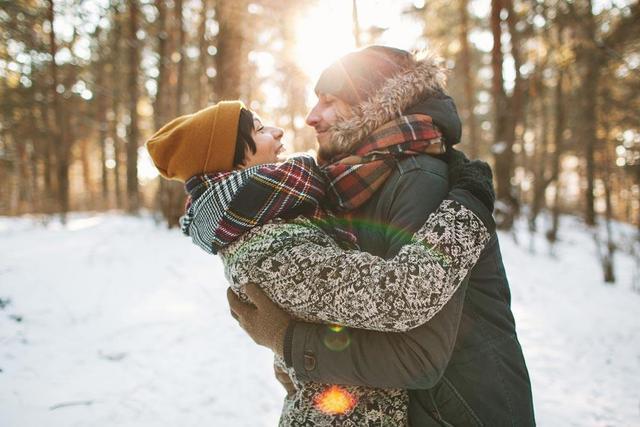 爱人间温暖的拥抱是爱情的甜蜜催化剂