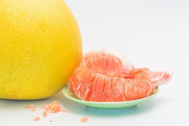 [柚子什么季节吃]秋季是吃柚子的季节 糖尿病人多吃柚子有好处