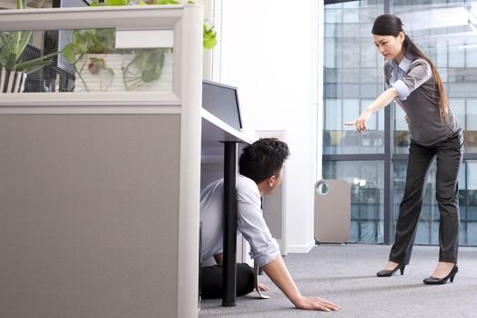 已婚上司对实习生产生感情 我该怎么办?