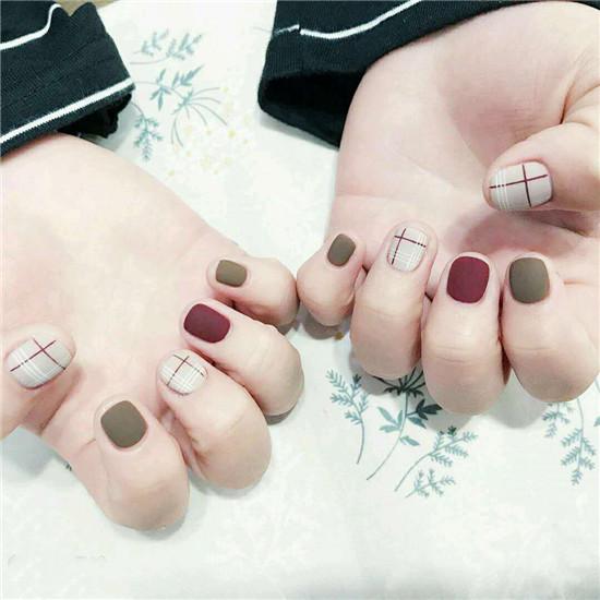 简约短指甲美甲图片 短指甲也可以时尚简约