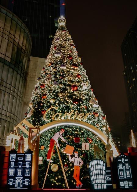 位于上海恒隆广场的卡地亚圣诞树–上海城景