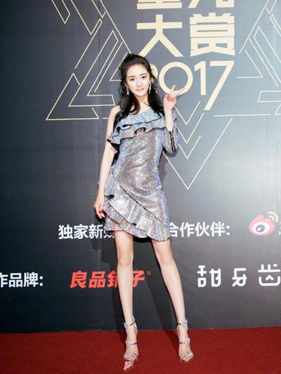 2017腾讯视频星光大赏杨幂裙子是韦德娱乐平台牌子 Balmain是韦德娱乐平台档次
