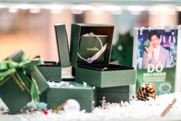 PANDORA 2017圣诞新品,图片来自PANDORA。
