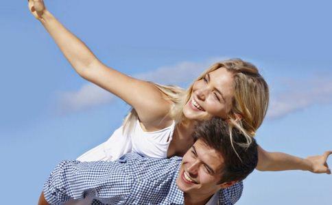 如何抓住一个男人的心 女人喜欢你的表现 抓住男人心的小技巧