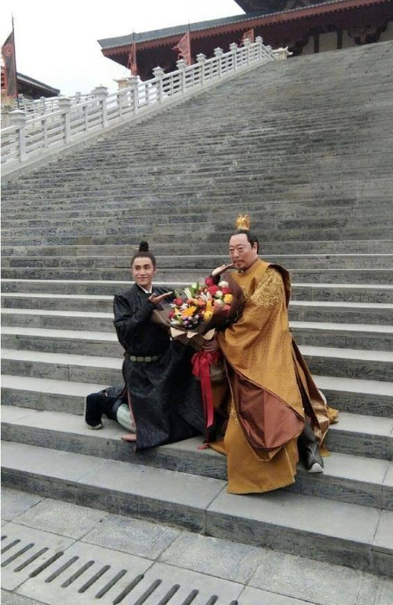 陈坤图片_陈坤为倪大红庆生 网友调侃:又来蹭父皇热度了