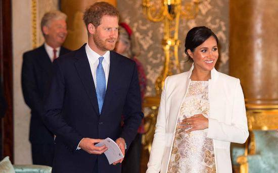 梅根王妃诞下一名男婴 英王室再迎新成员