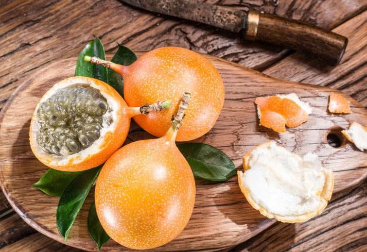 现在的季节适合吃什么水果有哪些_安眠水果有哪些?吃什么水果安眠?