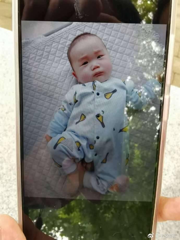散步晕倒男婴被盗 警方悬赏征集线索