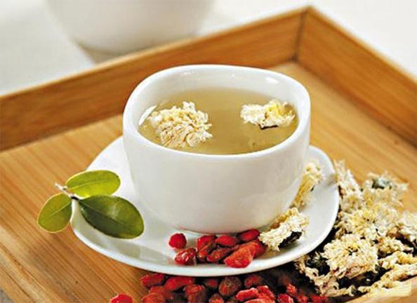 【枸杞菊花茶能天天喝吗】枸杞菊花茶虽然好喝,弄清这3点才能达到养生功效,否则适得其反