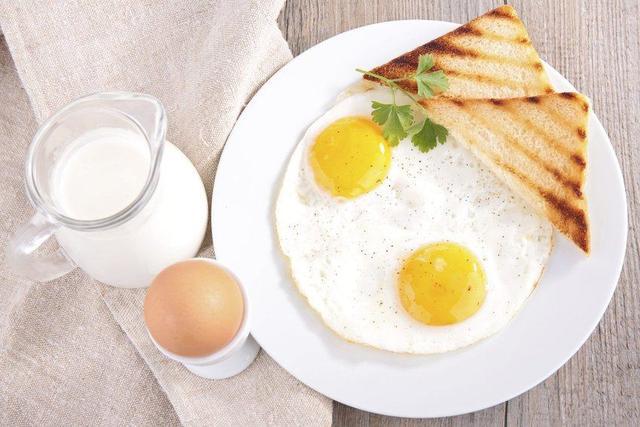 """[晨跑前要不要吃早餐]盘点吃早餐的""""5大禁忌""""!背下来,保证不会吃错"""