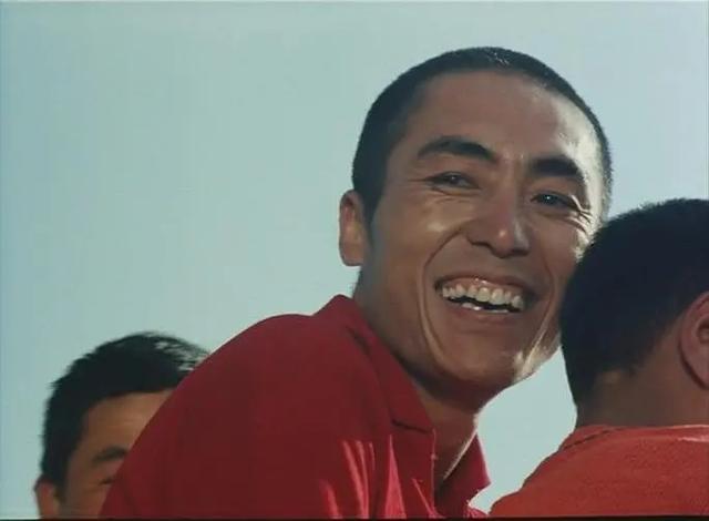 新作《坚如磐石》发行了预告片是张艺谋的第30部电影。