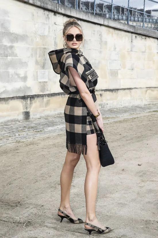 ▲罗梅·埃利斯 高跟鞋:Dior