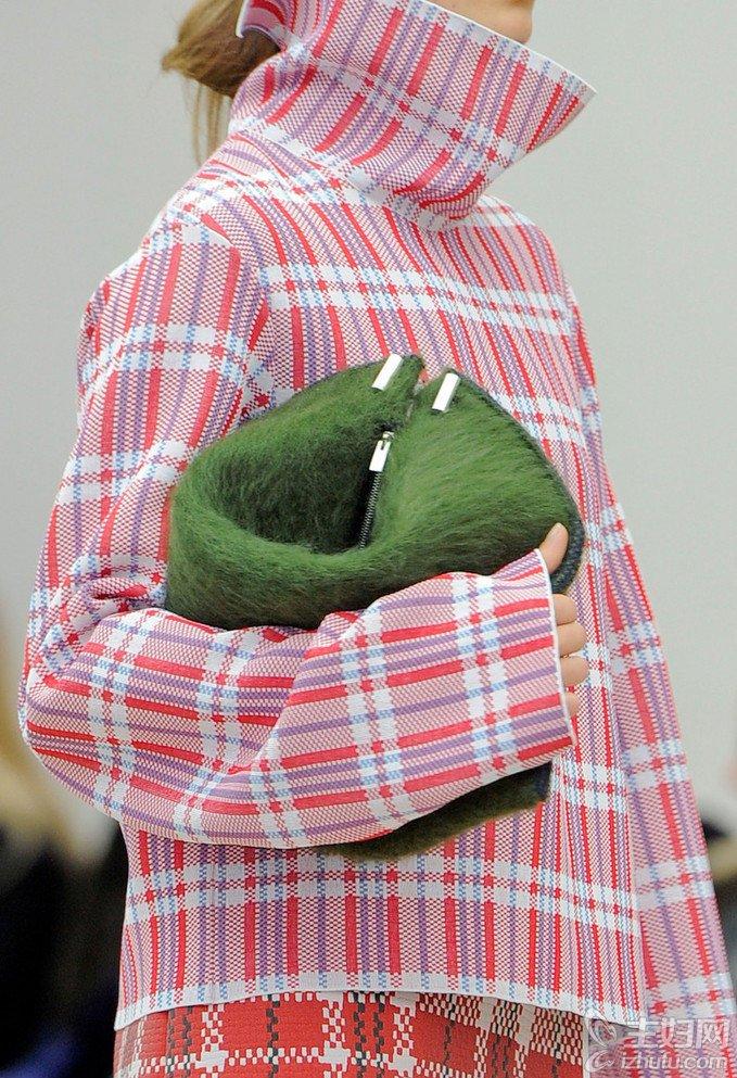 2013秋冬巴黎时装周久违的蛇皮袋元素再得大牌宠幸(2)