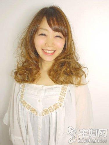 可爱系女生长发发型 扮出甜美气质