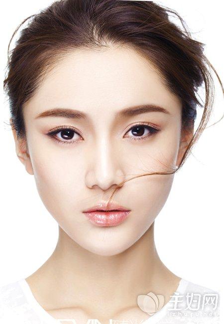 如何化淡妆自然 淡妆的化妆步骤图解打造素颜美女