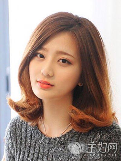 内卷设计的中短发卷发发型搭配上大偏分设计的长刘海修颜又显瘦,三七图片