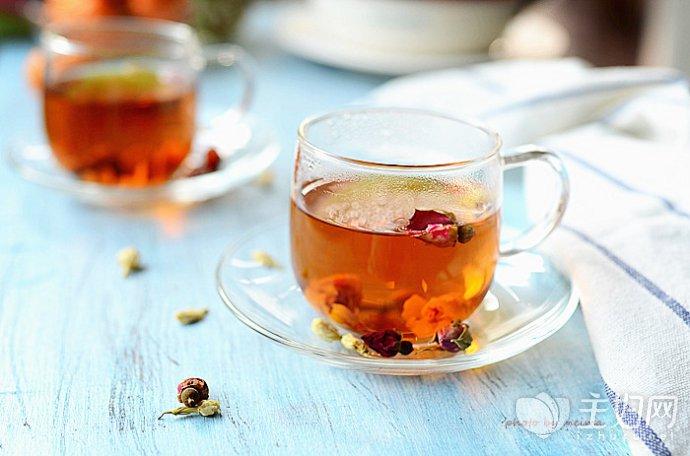 【冬天适合喝什么茶】女人冬天喝什么茶补气血 4款茶养出冬日好气色