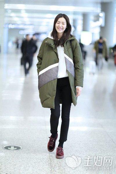 外套如何搭配 刘雯街拍为你示范冬季大衣搭配 -刘雯为你示范长款外