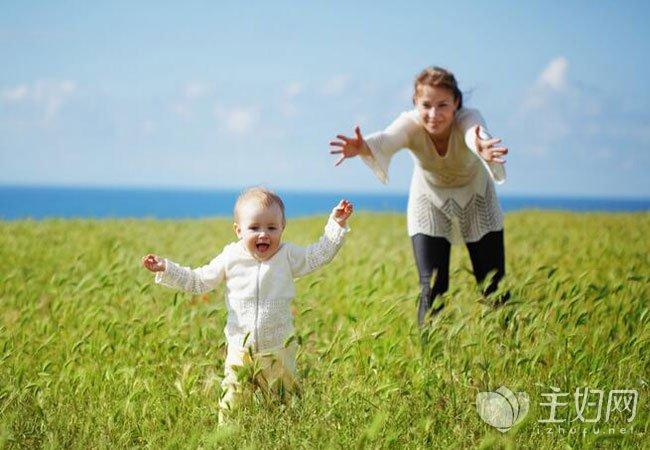 宝宝走路内八字怎么办_宝宝走路内八字原因 宝宝走路内八字怎么办如何矫正