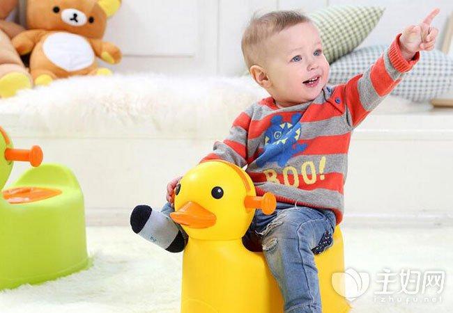 [宝宝多大可以用坐便器]宝宝多大能用坐便器 宝宝用坐便器好处如何训练宝宝用坐便器