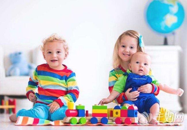 宝宝每个阶段的奶量|关于宝宝每个阶段的玩具 爸妈知道多少